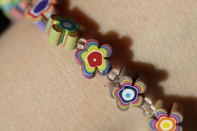 bracelet-696473_640